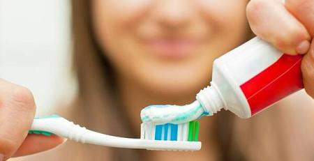 'Misleading' Colgate toothpaste TV advert banned by watchdog - MTG UK