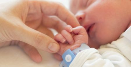 Mothers 'unlikely to infect newborns' - The Mandatory Training Group UK -