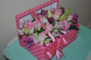 Speciality polka-dot flower box
