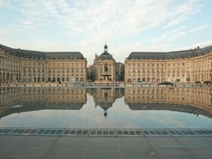 Le-Miroir-d-Eau-a-Bordeaux