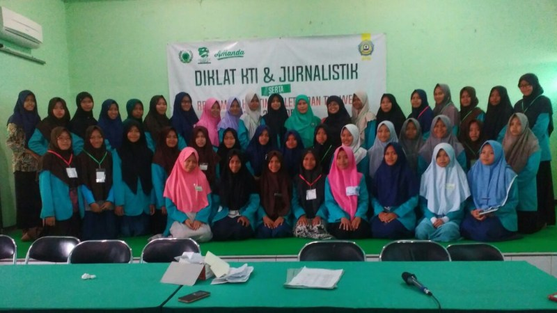 Literasi Untuk Prestasi, Diklat JurnalistikTim WEB MAN 2 PONOROGO