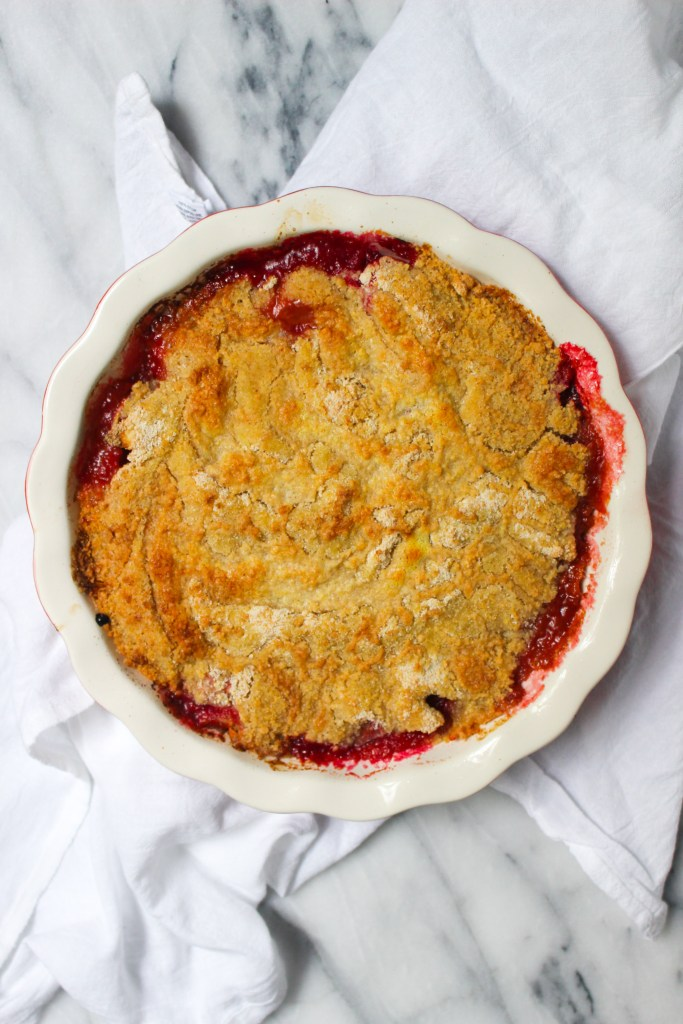 baked fruit crumble