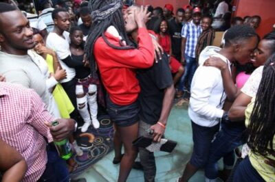 dwgeob wsaamgrm - Checkout Photos From A Kissing Competition In Kampala, Uganda