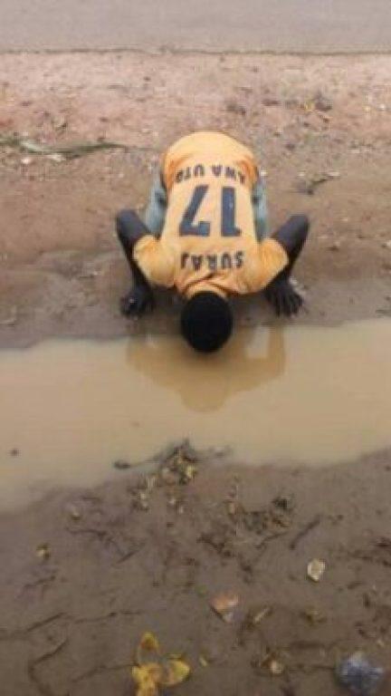 37792016_1081305092205309_4100509705326034944_n Man Drinks Muddy Water To Show Support For Senator Kwankwaso (Photos)