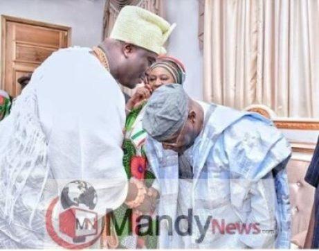 8516609_oni_jpeg338377268715014bbb3d337ea928ba54623637436 Photo Of Atiku Abubakar Bowing To Ooni Of Ife