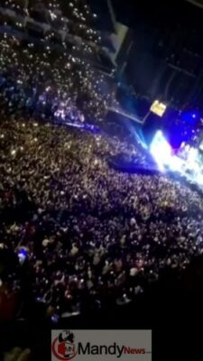 Dx8yFrVW0AQQHbl 1 - See All The Photos From Davido's 02 Arena Concert In London