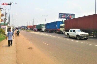 1007a6de aae2 4596 82f2 679ab8b2ea6e85801392 - More Photos Of The Return Of Parked Trucks On Bridges In Lagos
