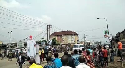 53fciyioysxh9obq1136668663 - Massive Crowd 'Mob' President Buhari's Convoy During His Visit ToIsland (Video)
