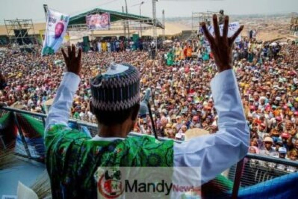 Buhari's Magic Hand And Other Photos From Campaign Trail