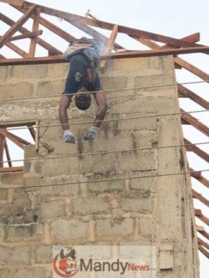 8703099 carpenter jpeg2e41c02c2483340bce1abd37fa9a1b6d1112126409 - Carpenter Electrocuted While Working In Delta State (Disturbing Photos)