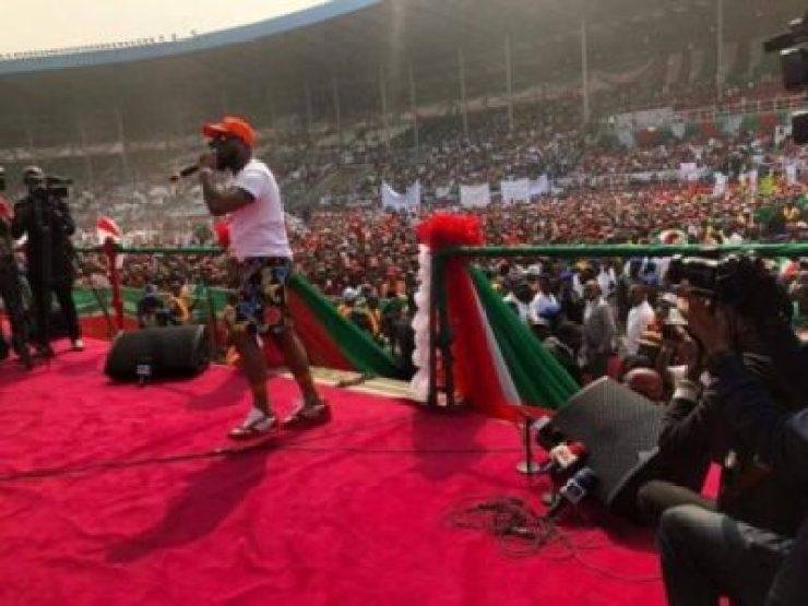 8736593_davido1_jpegd68859bac124930d3e506e402bde642d2292625 Davido Mocks APC At Presidential Rally In Port Harcourt (Video)