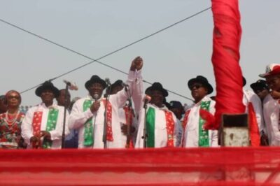 8737832 img20190211181033 jpega7fdd9cf8596b3bcd55ff23f3a466fce663847329 - See The Moment Jonathan Raised Atiku's Hand At Rivers PDP Presidential Rally