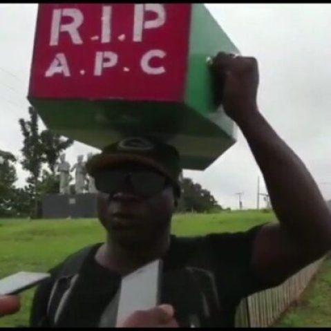 8818178_cymera20190220142002_jpegd21d7b450cc010904960e60c5a6ecdaa Man Who Trekked To Celebrate Buhari's Victory, Treks To Abuja With APC Casket