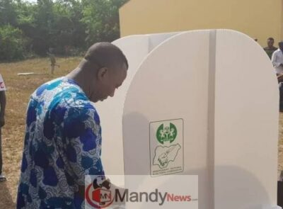Sowore Votes 1 0 - Omoyele Sowore Casts His Votes (Photo)