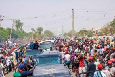 dzc8zd9woaaxe v1151416059 - Atiku Abubakar Convoy Trapped By Supporters In Kano (Photos,Video)