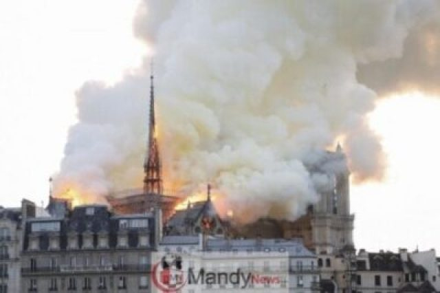 1555350651_000_1FO1N4 Fire Breaks Out At Notre-Dame Cathedral In Paris (Photos)