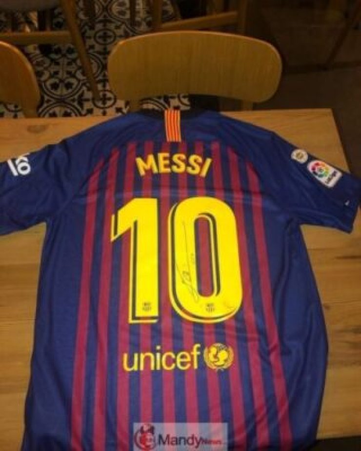 20190516151903_37663728_0_body-768x960 Fan Meets Messi On The Street And Writes Him An Emotional Letter