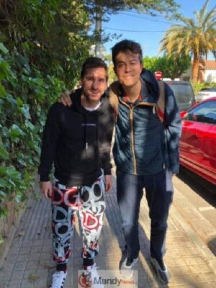 60351017_10219486586138969_7230561104760406016_n Fan Meets Messi On The Street And Writes Him An Emotional Letter