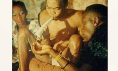 Fela Kuti and Shabba Ranks during a smoking challenge when he visited Fela Kuti's Shrine in Lagos, 1989.