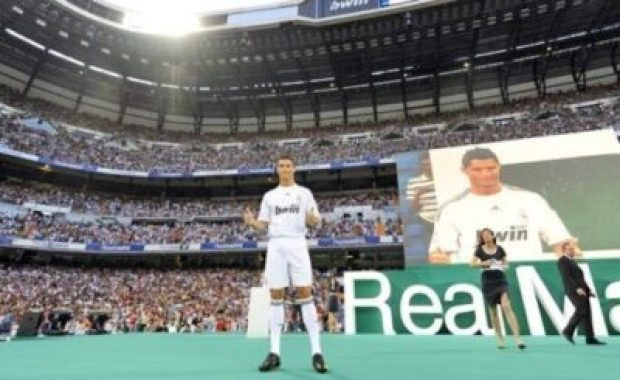 Ronaldo Is Back At The Bernabeu For El Clasico (Video)