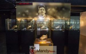 messi-golden-boot-3-300x188 Messi's 6th Golden Shoe On Display In Museum