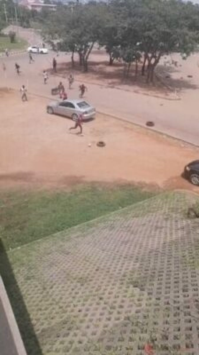 Pro-SARS Attack EndSARS Protesters In Abuja, Destroy Cars (Photos)