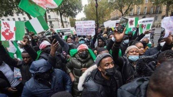 Hundreds Gather In UK To Send Buhari Back To Nigeria (Photos)