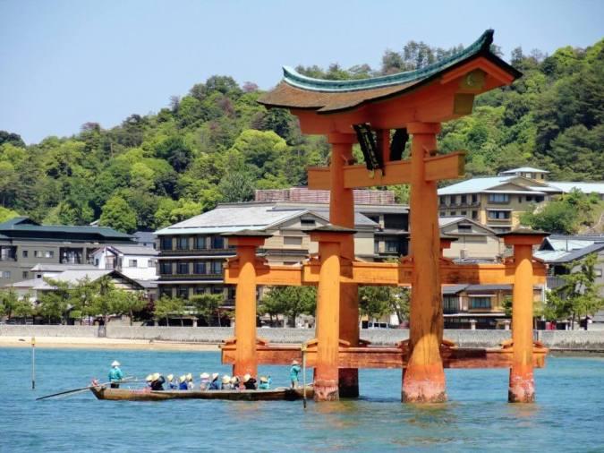 Miyajima Tor im Wasser