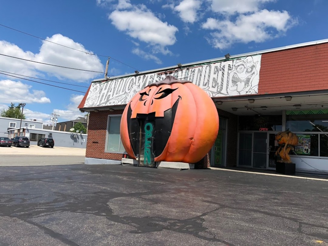 featured on travel channels most extreme halloween the halloween outlet is a local family business that has been on west boylston street for 30 years