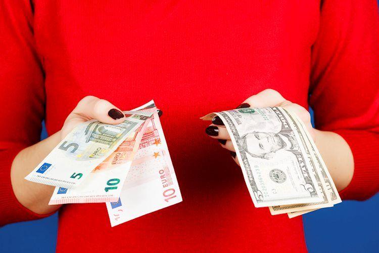 EUR / USD cae a mínimo semanal cerca de 1,1815, el dólar se dispara