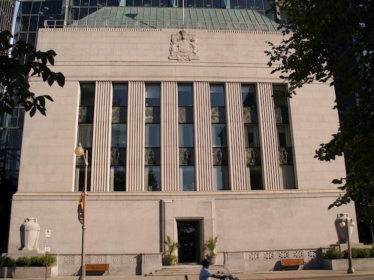 Bank of Canada reducirá las compras de activos en el próximo trimestre