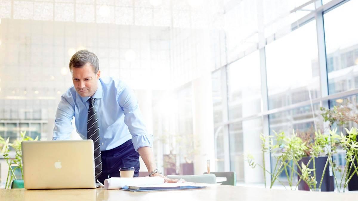 ¿Debería comprar o iniciar su negocio de comercio electrónico?