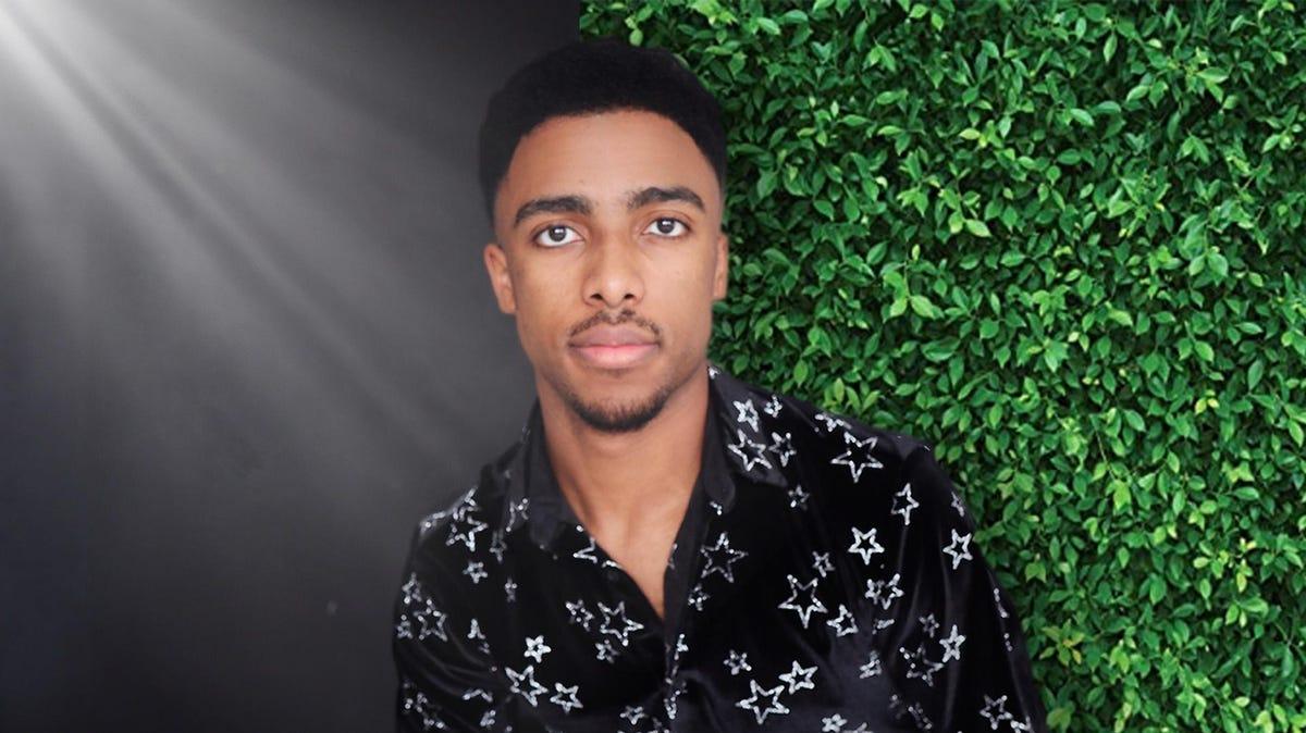 El joven de 23 años que construyó una agencia de un millón de dólares para artistas musicales y oradores.