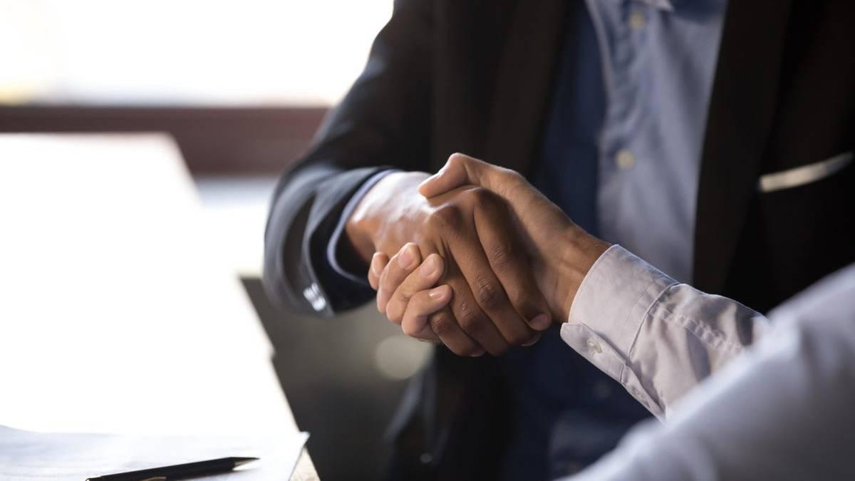 Cómo ayudar a sus clientes a tomar decisiones de compra