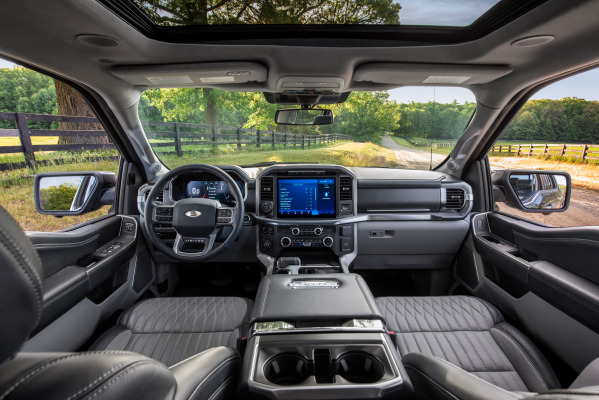 Ford contrata al ejecutivo de Apple que dirigió el proyecto secreto de un automóvil