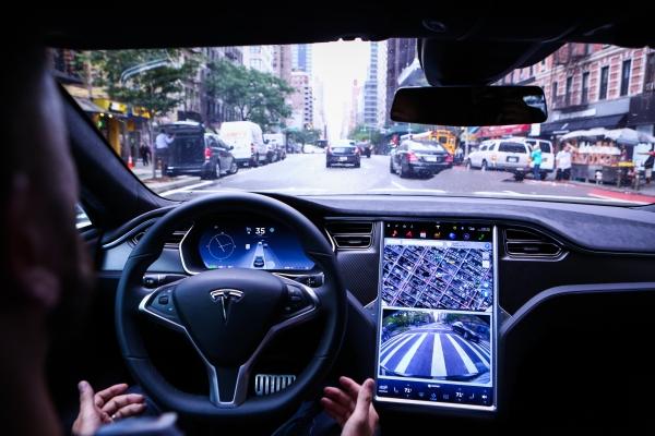 Regulador de EE. UU. Apunta a Tesla en NDA, actualizaciones de software inalámbricas – TechCrunch