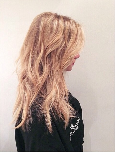 textured blonde hairstyle
