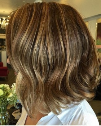 short hair with caramel brunette highlights