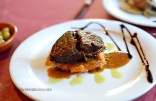 Melós de vedella amb puré de moniato i salsa d'Oporto