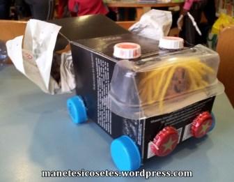 taller creació amb material reciclatge 17