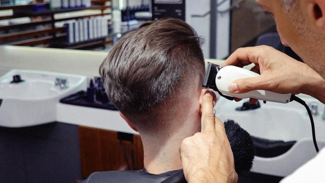 mens-haircut-faded-undercut-tutorial