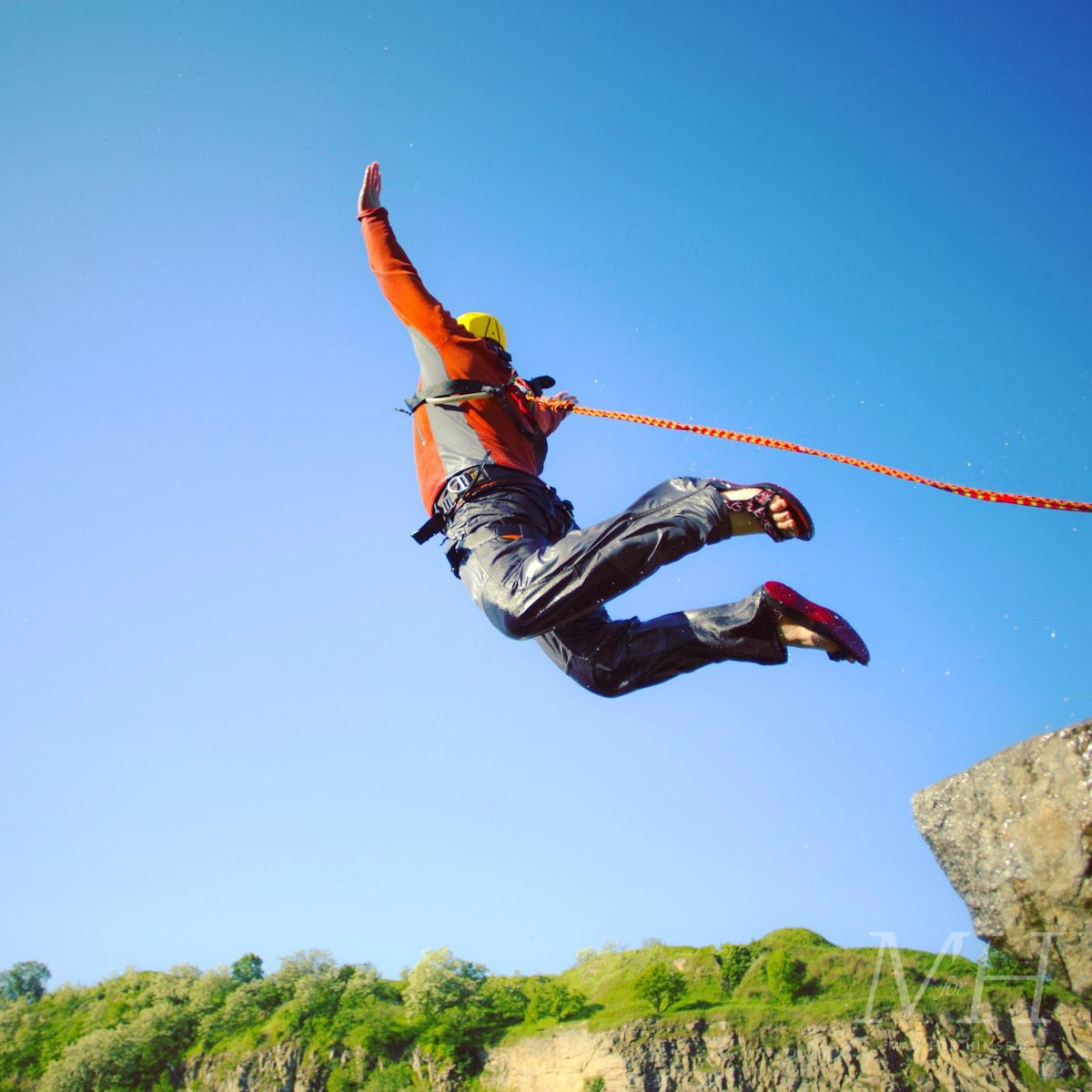 top-10-experiences-for-men-tinggly-bungee-man-for-himself