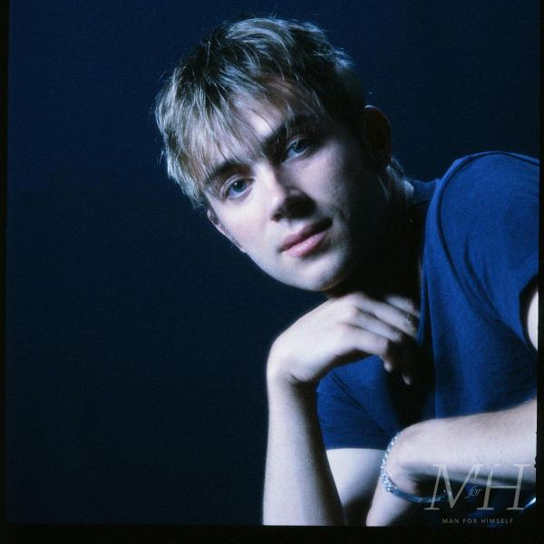 Damon Albarn: Medium Length 90s Throwback Hairstyle