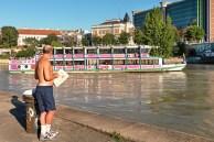 Donaukanal-u-Schiff-mit-Passant-Aug-16