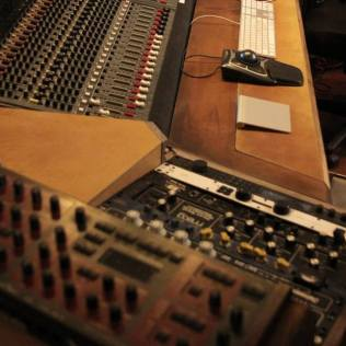 music studio ergonomic vintage wooden console square