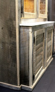 Sabon Vitrine with slatted storage cabinets