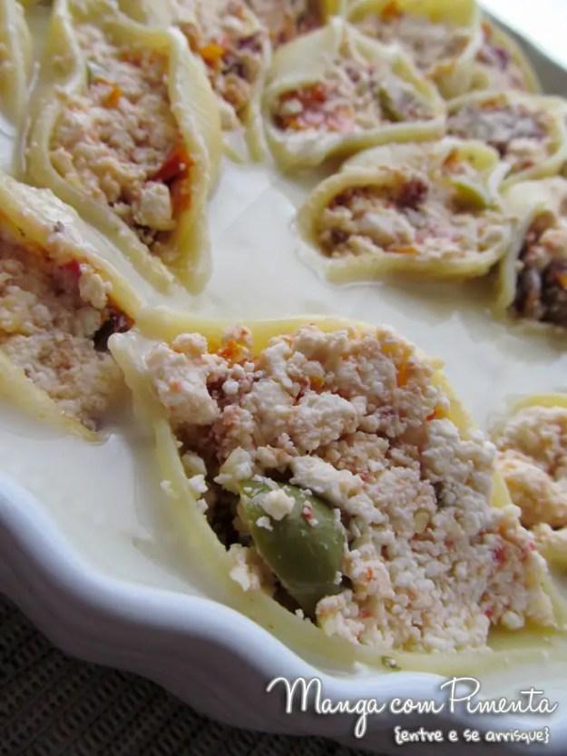 Conchiglione de ricota, azeitonas e tomate seco com molho branco