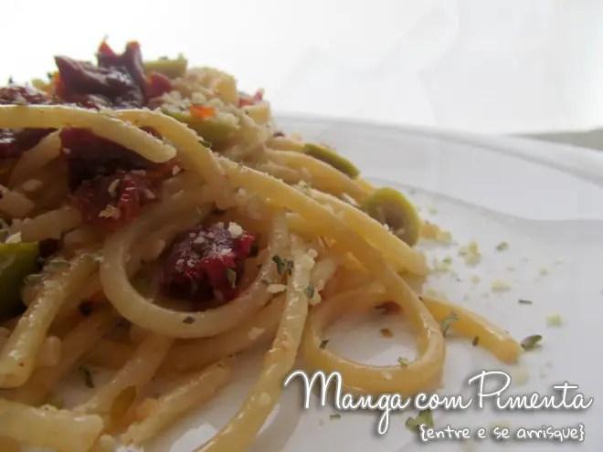 Espaguete com Tomate Seco e Azeitonas