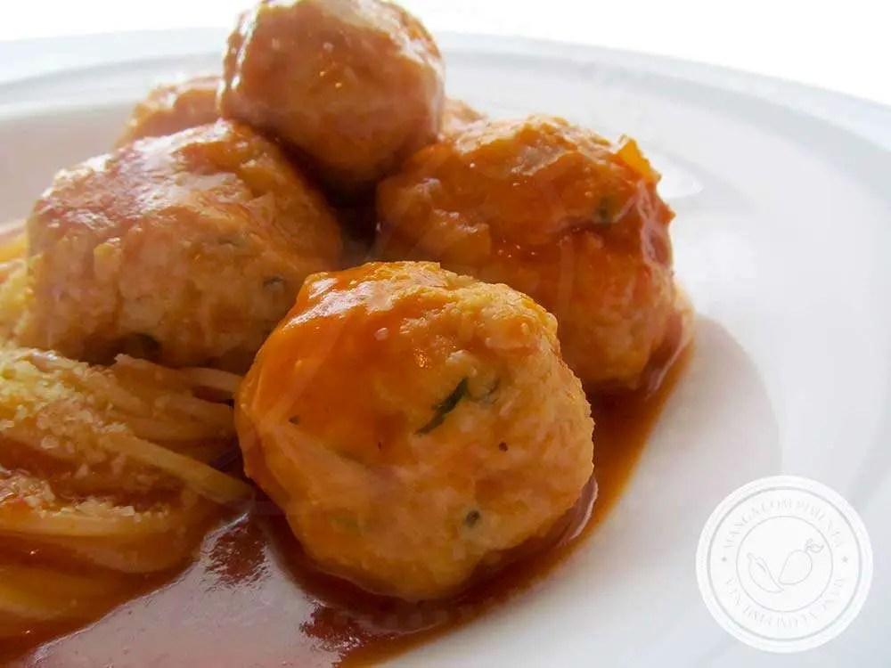 Almôndegas de Frango - um clássico para cozinhar no final de semana.