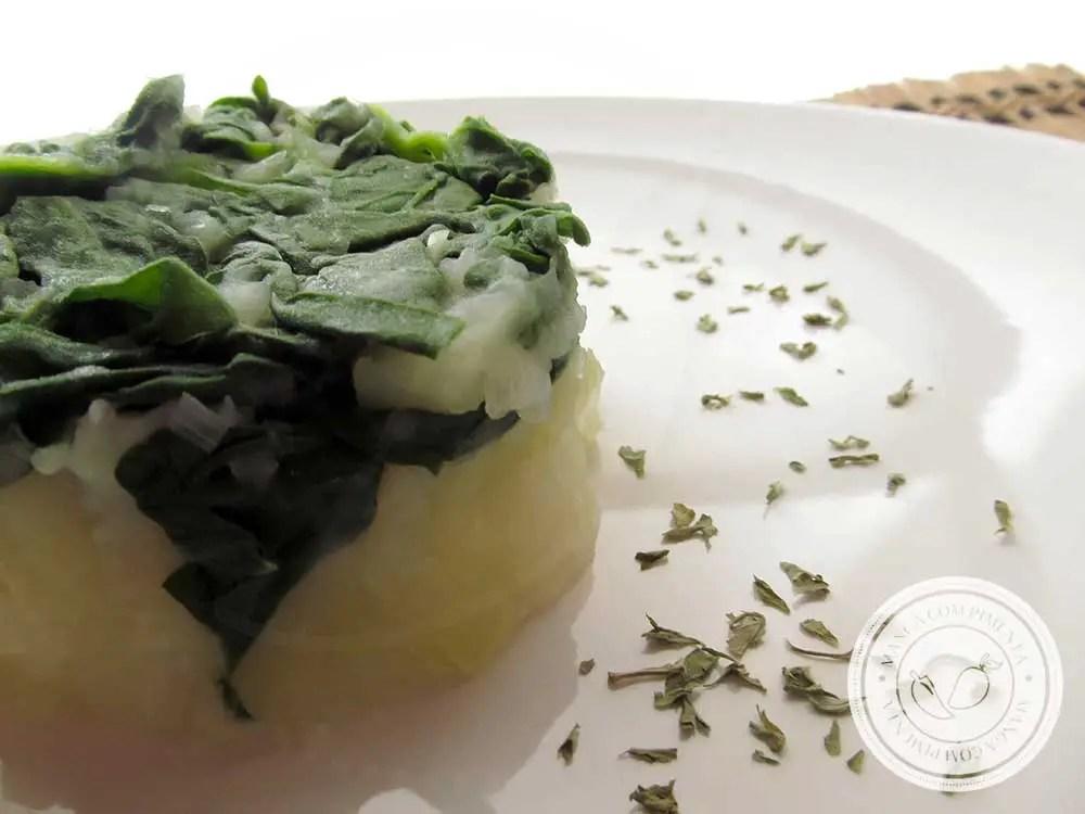 Receita de Batata com Espinafre e Alho-poró - um prato vegetariano para o almoço da semana.